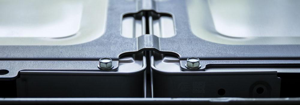 Battery casing header